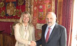 stretta di mano tra la presidente Zaccariotto e il presidente della Corte dei Conti Passannante